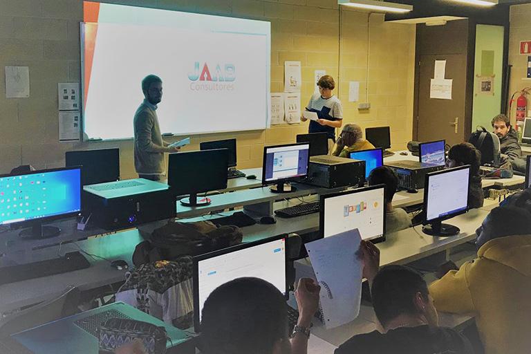 Estudia un ciclo formativo de Informática y telecomunicaciones en Donostia